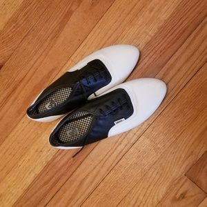 vans black and white dress shoes